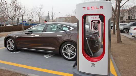 Що заважає китайцям копіювати електромобілі Тесла і продавати їх за безцінь?