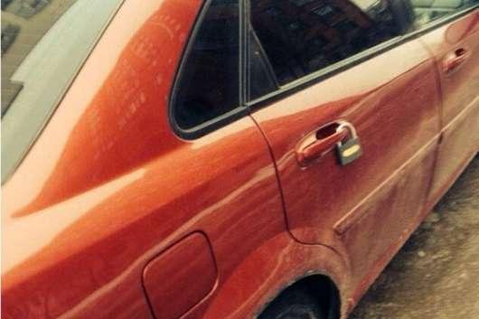 Що робити, якщо побачили амбарний замок на ручці автомобіля?