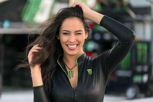 Найкрасивіші дівчата-моделі бренду напоїв «Monster»: тут є на кого подивитися