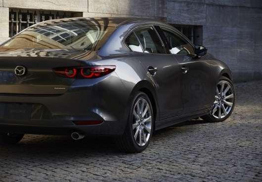 Mazda показала нову «Трійку», і вона виглядає дуже круто!