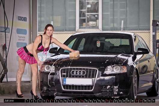 Гарячі жінки і швидкі машини: ваш автомобільний календар на 2019 рік