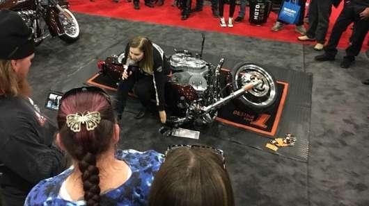 Як правильно підняти мотоцикл: важливий лайфхак, який повинен вивчити будь-байкер