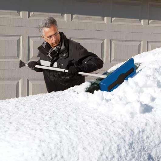 Який найкращий спосіб прибрати сніг з вашого автомобіля?