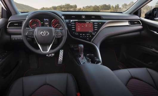 Тойота Королла або Тойота Камрі: Який автомобіль вибрати