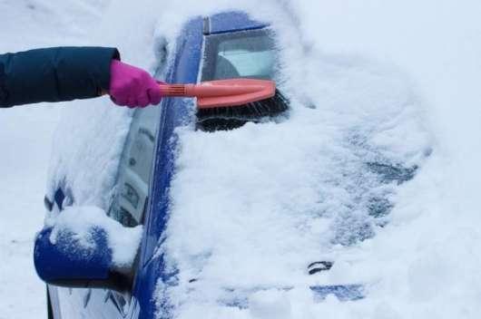 Це найбезпечніший (і найшвидший!) спосіб прибрати сніг з вашого автомобіля