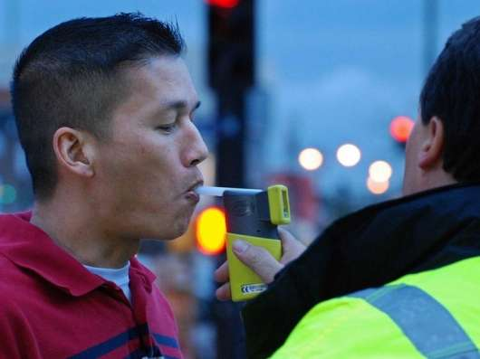 Подивіться, що може обдурити поліцейський алкотестер. Ви можете захистити себе від цього