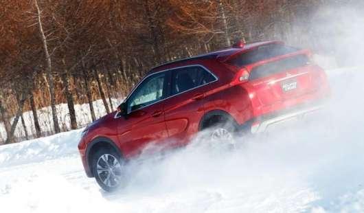 Прості правила, які допоможуть вам при їзді по снігу. Не кожен їх дотримується