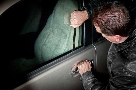 Ось як відкрити автомобільну двері без ключа: 6 простих способів потрапити в замкнену машину
