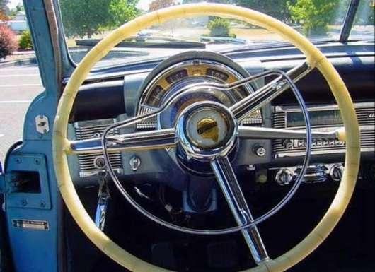 Можна викрасти автомобіль, замкнувши два дроти під приладовою панеллю?