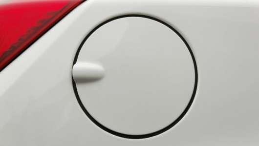 Ось чому ви повинні доторкнутися до своєї машини перш ніж заправляти її на АЗС