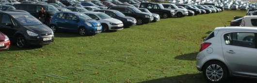 Автовласники все частіше паркуються на газонах, Держдума шукає нові шляхи покарання