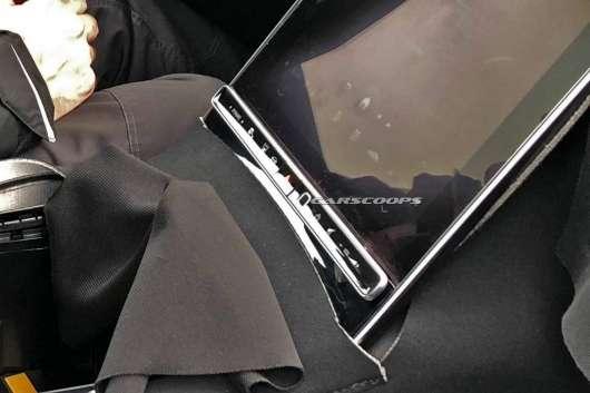 Мерседес вирішив обігнати iPad Pro за розміром дисплея
