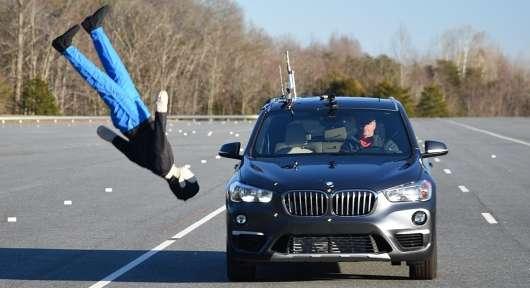 Технології BMW Х1 не змогли вберегти кросовер від зіткнення з пішоходом: тест